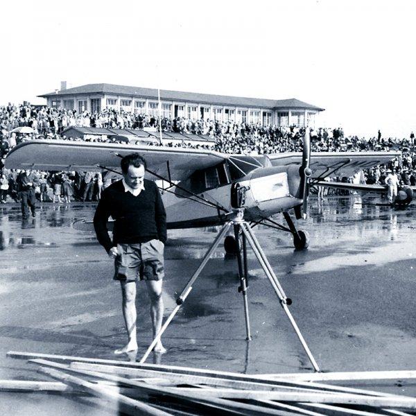 Großvater Hans mit Flugzeug